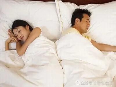 情侶之間的睡覺姿勢,你們進展到哪一步了?