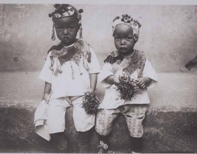 美國大學收藏的清末老照片,富人家的孩子和窮人家的差別有多大?