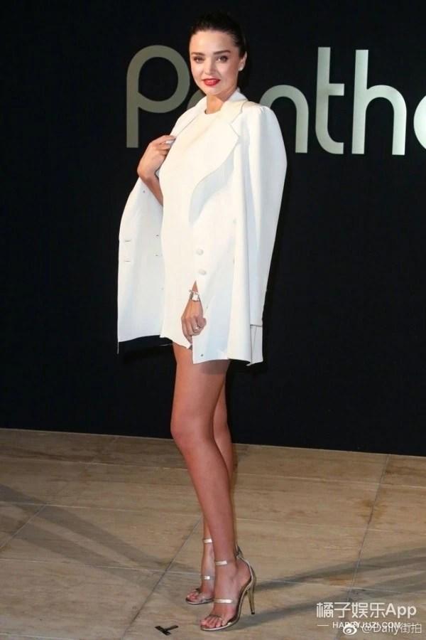 女神都爱帅气穿!米兰达可儿的这身西装裙看上去更迷人!