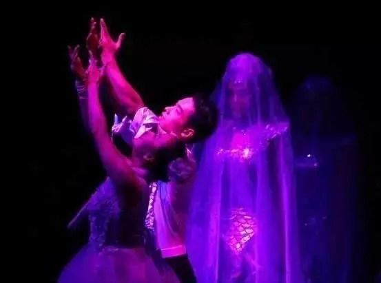 大型冰上魔幻舞蹈特技匯演——冰舞間,落戶「小蠻腰」下