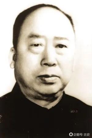 此人是三大元帥領導,地位和毛主席朱德一樣,卻沒授任何軍銜