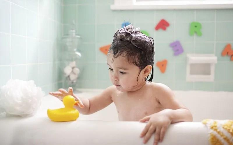 洗澡也可以變遊戲,媽媽不再追著跑,寶貝自覺愛上洗澡