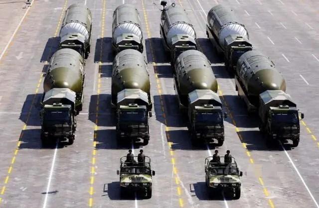 中國二炮能把美日航母打回老窩的武器曝光,美專家嚇得直罵娘!