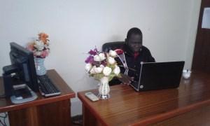 Le jeune PDG dans son bureau