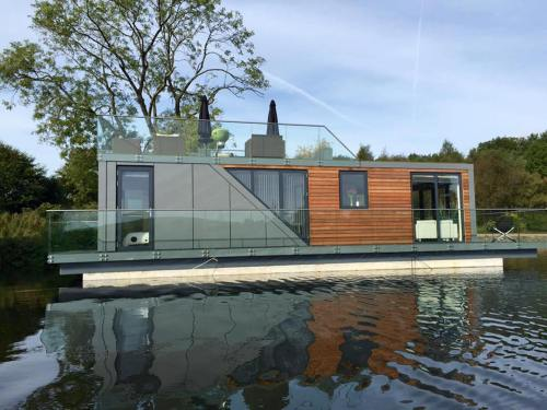 Medium Of Floating Homes For Sale