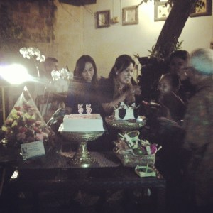 Ibu Pembantu Dekan 3 saat acara potong kue ulang tahun