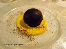 Parrozzo with Aurum cream, Locanda Manthone, Abruzzo