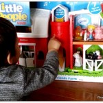 Little People® Fun Sounds Farm Fisher Price barn 2015