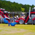 Bouncing castle obstacle course in Big Bang