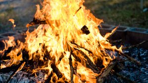 Expert offers a few bright ideas for bonfire safety (VIDEO)