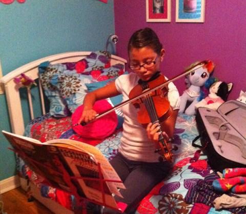 Gracie_playing_violin