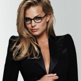 margot-robbie-with-specs