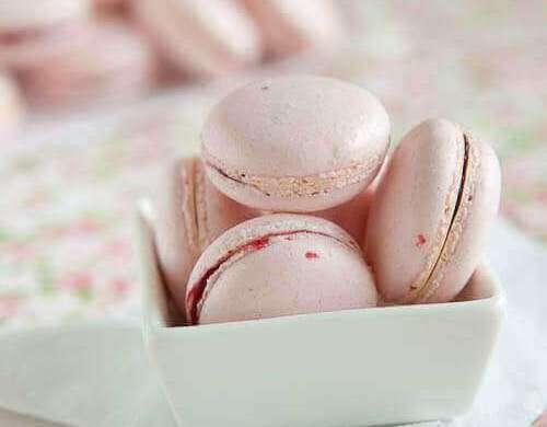 Pink macarons | insimoneskitchen.com