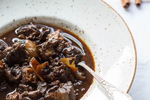 Slowcooker recipes with beef and cinnamon | insimoneskitchen.com