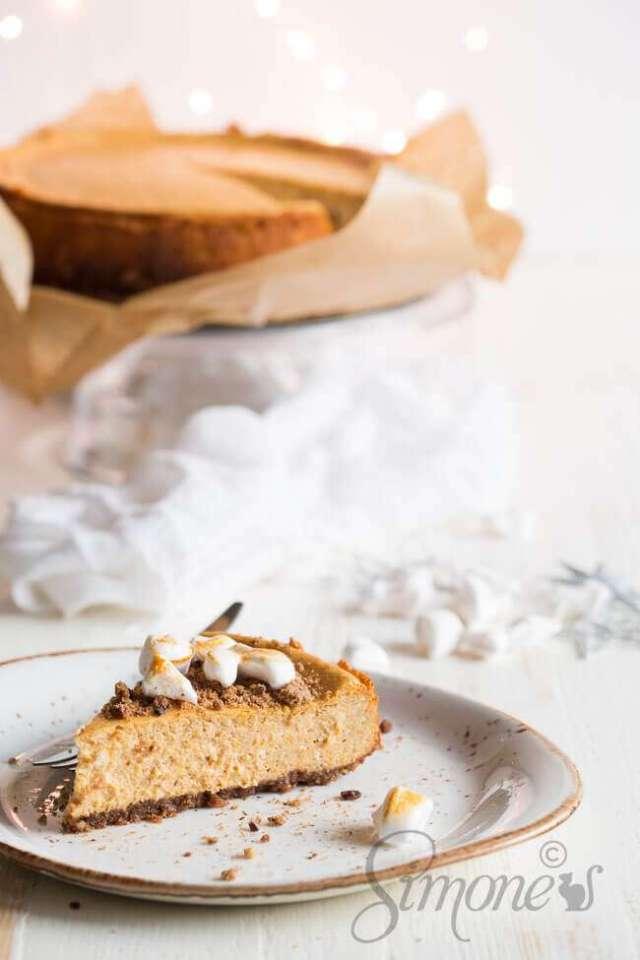 Pumpkin cheesecake with marshmallows | insimoneskitchen.com