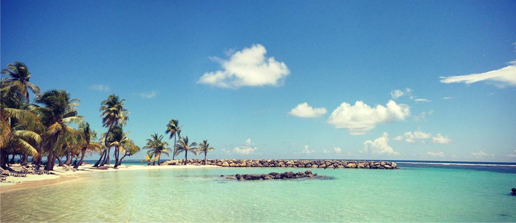 Plage-sainte-anne-lagon-turquoise-barriere-corail-voyage-guadeloupe-insolite-deserte