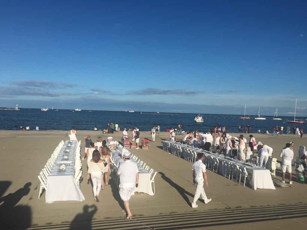 Diner en blanc pop up festival on Chicago's lakefront