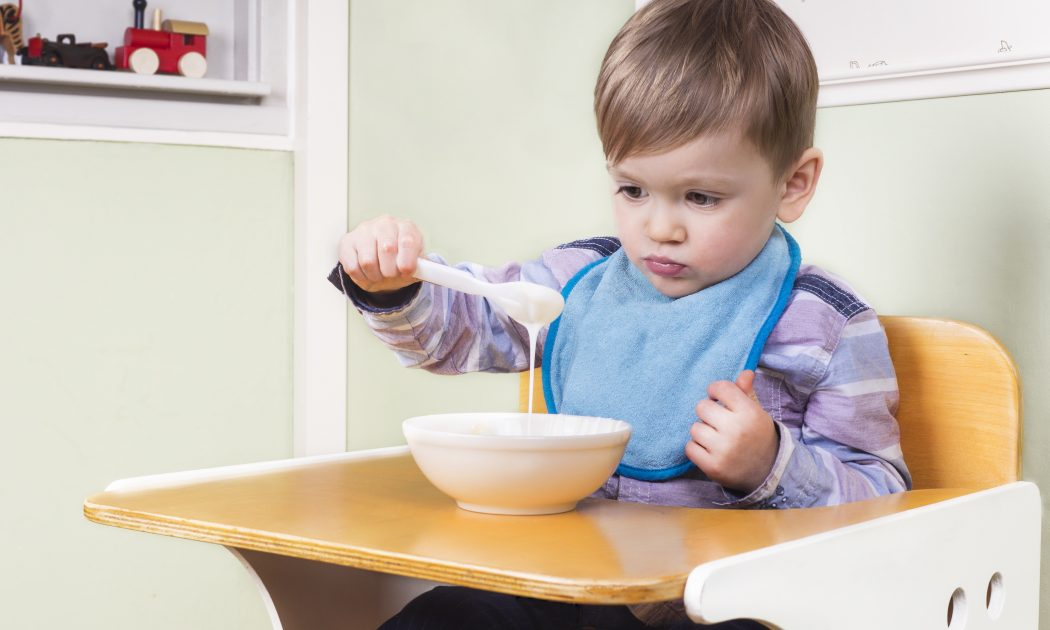 Curso Como ajudar a criança que não quer comer - Fga. Dra. Patrícia Junqueira CRFa. 2 - 5567ança que não quer comer? Fga. Dra. Patrícia Junqueira CRFa. 2- 5567