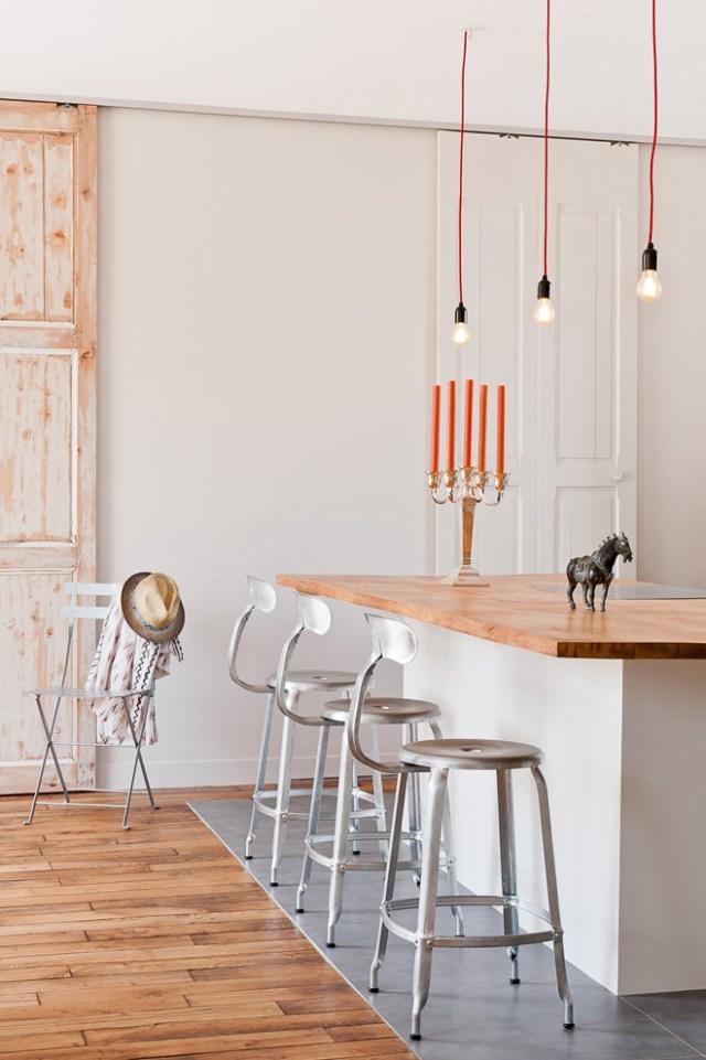 La cocina se mezcla con el salón creando un espacio amplio y luminoso.