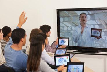 Usuarios de smartphones ven a la vez la televisión
