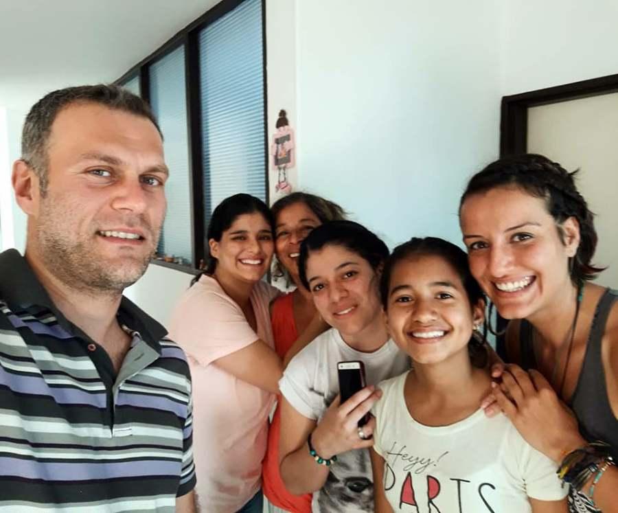 Medellin'de Couchsurfing de evinde 5 gun kaldigimiz aile
