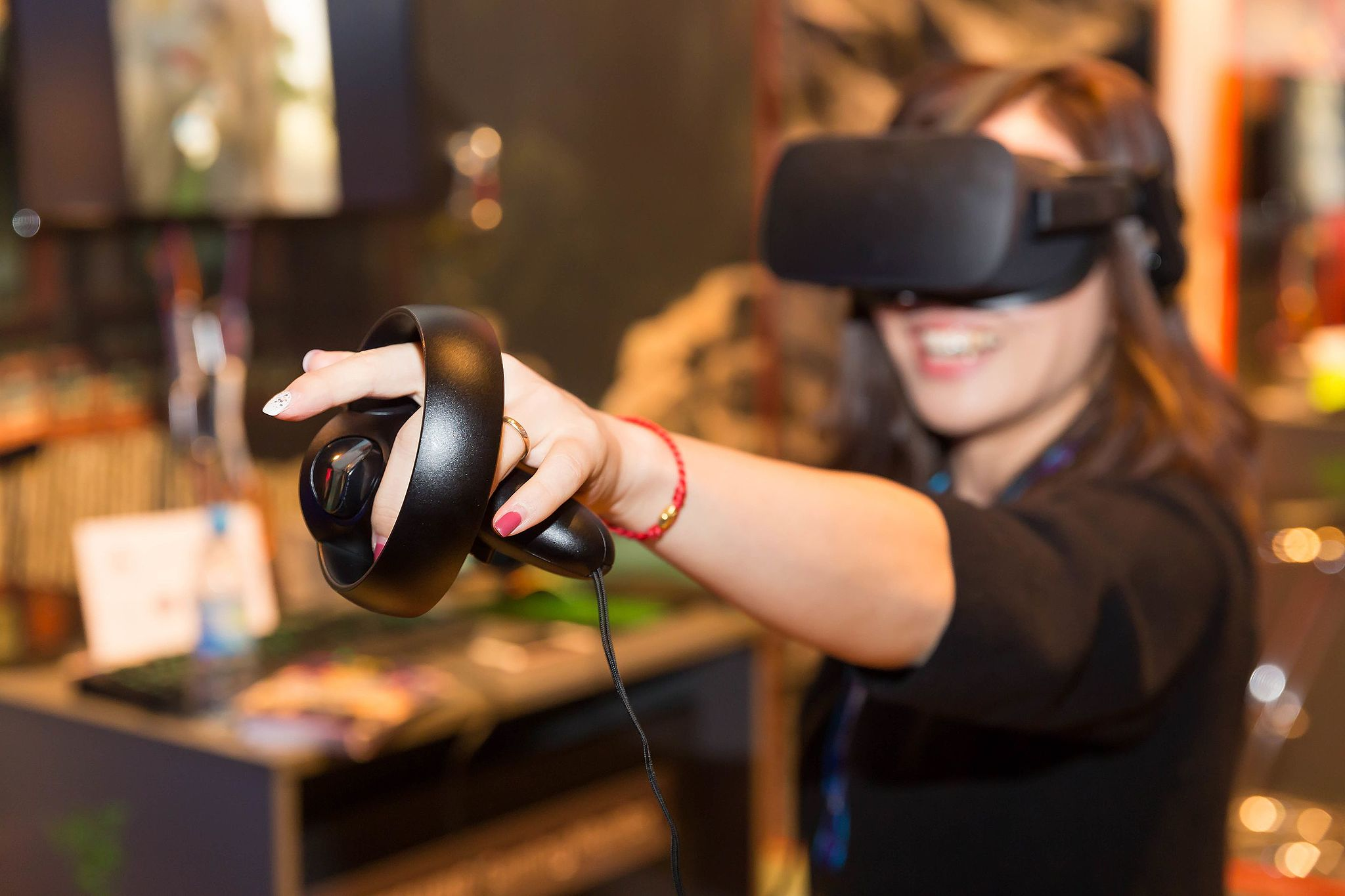 Virtual Reality. By Marco Verch (VR Game The Climb: Oculus Rift mit Touch) [CC BY 2.0 (http://creativecommons.org/licenses/by/2.0)], via Wikimedia Commons