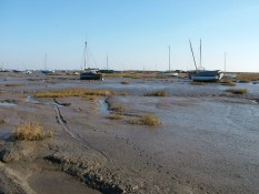 Leigh-on-sea boats dryed out 3