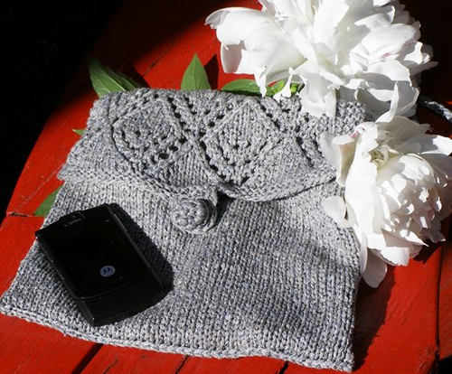 Lacy Diamond Purse Free Knitting Pattern | Bag, Purse, and Tote Free Knitting Patterns at http://intheloopknitting.com/bag-purse-and-tote-free-knitting-patterns/
