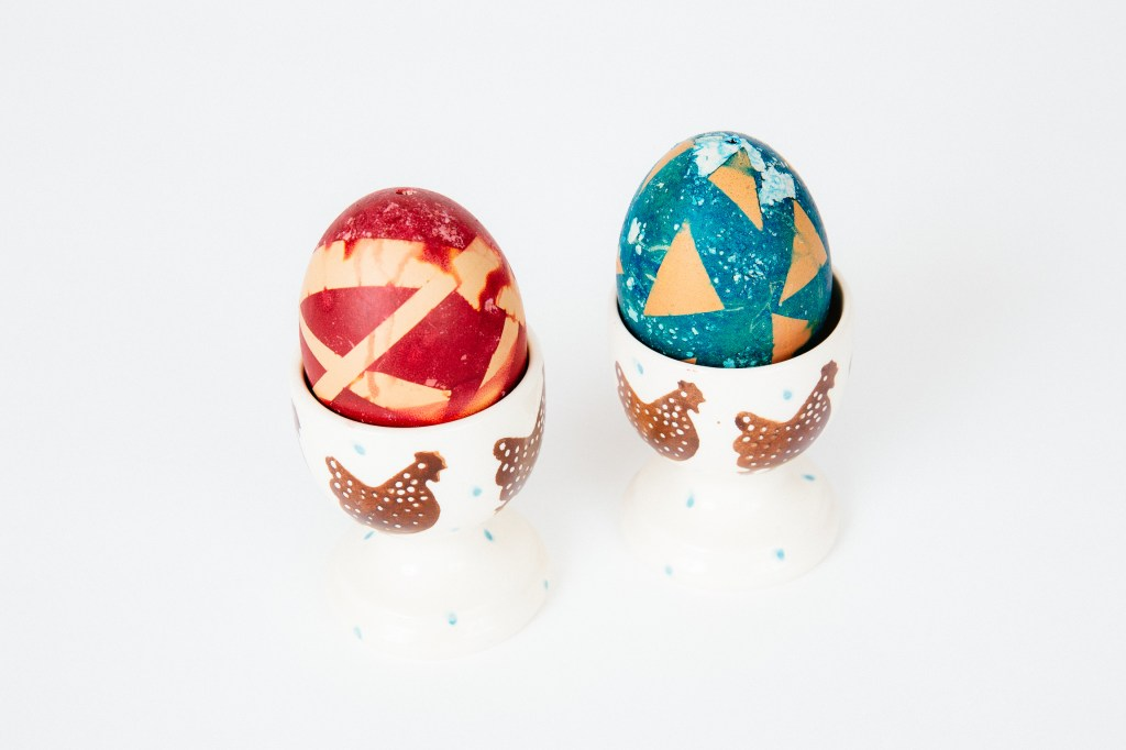 Eggs decorated with 3M Magic tape - easy easter egg decorating ideas