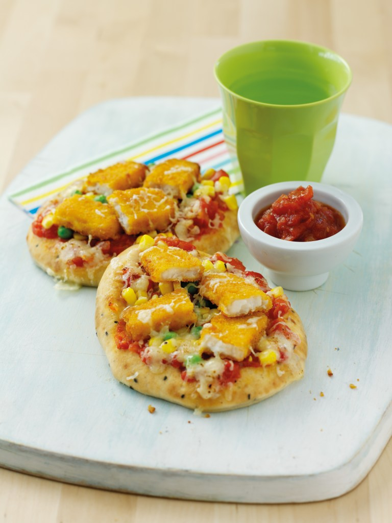 Quick and easy fun dinner idea for kids - Fish finger pizza!