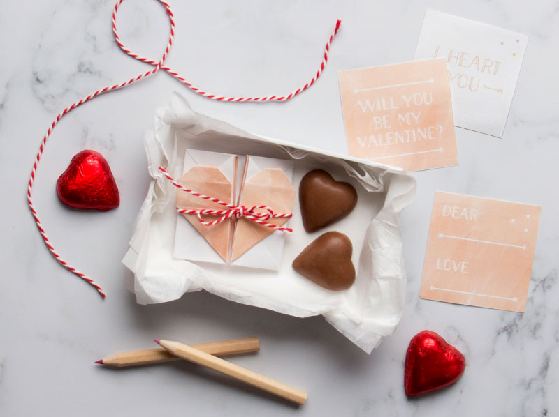 Peach surprise heart box. Make this adorable gift box using this free origami printable