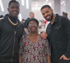 drake surprises miami maid with 10000 shopping spree