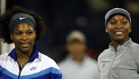 Venus (R) and Serena (L) pose before the
