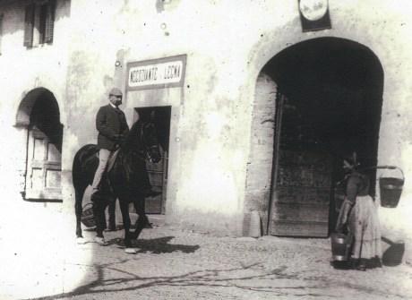 Antonio Trotti a cavallo su Piazza Crivelli (Trezzo), Araldica cognomi, cognomi nobili italiani, Risorgimento, famiglia Manzoni, Magenta, Solferino, Custoza, brigante Ninco Nanco