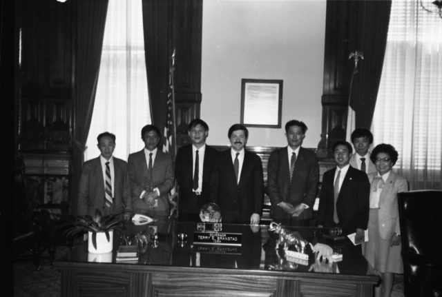 Now-China President Xi Jinping and Terry Branstad, center, pose for a photo during Xi's trip to Iowa in 1985. Photo: Office of the Governor of Iowa