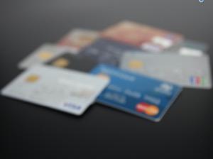 iPhone、クレジットカード情報を追加・削除する方法