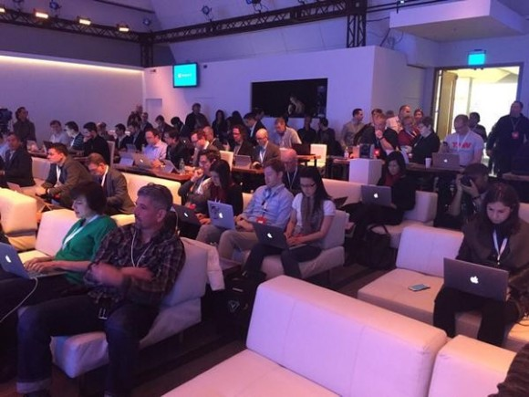 Windows10の発表会場、 記者のほとんどが「Mac」を使用wwwwwwwwww