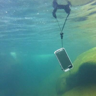 iPhoneを海で使うための防水カバー!! 01