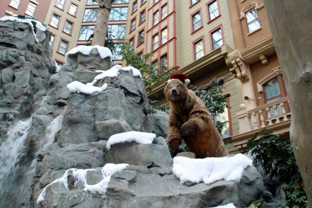sams town las vegas atrium animatronic bear
