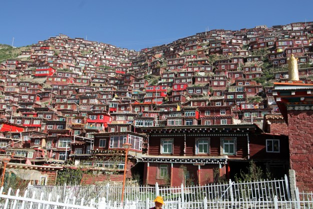 larung gar buddhist institute tibet
