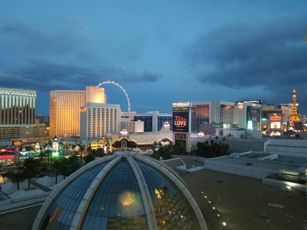 mirage hotel las vegas room view night