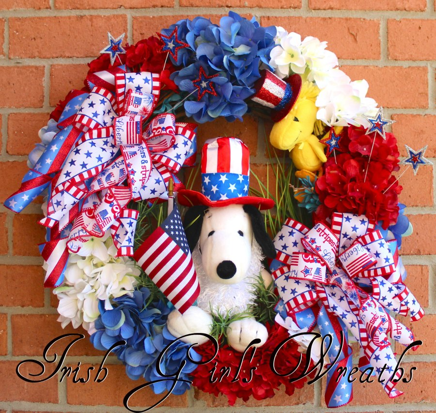 Snoopy and Woodstock Peanuts Patriotic Wreath