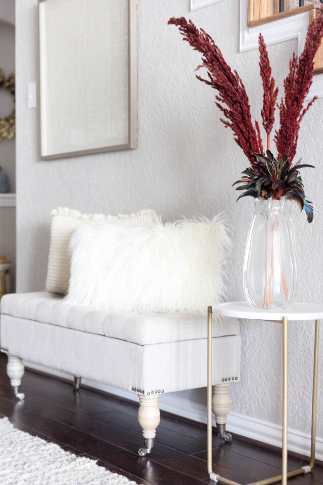 entryway-bench-faux-fur-pillows-fall-decorating-irisnacole-com