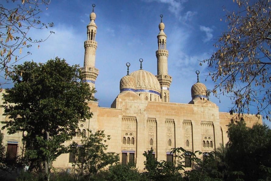 AL-HASAN AL-BASHRI ATAUKAH AL-HASAN AL-BISHRI?