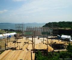 6月29日 現場入り9日目 舞台奥から見た客席。客席の背後には瀬戸内海が広がる。