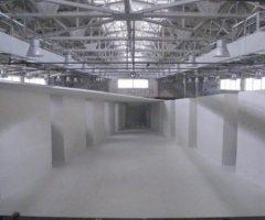 6月23日 舞台完成。奥行き30メートル。屋内でしか成立しない緻密な照明等、建物の特性を活かした舞台となった。