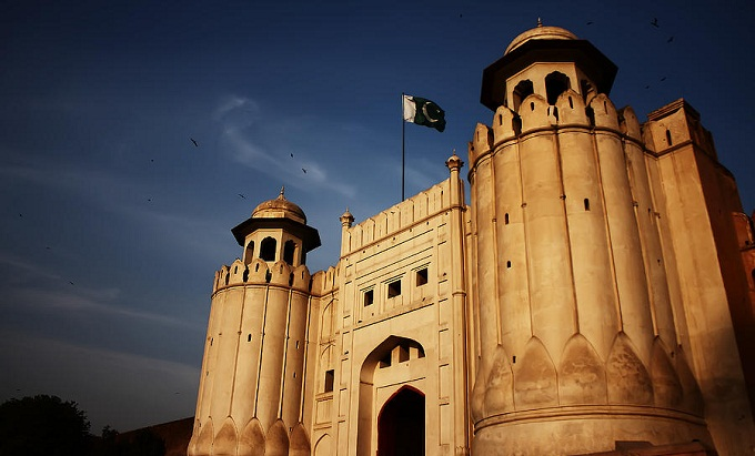 Lahore Fort is a masterpieces from the time of Mughal civilization. The fort contains marble palaces and mosques decorated with mosaics and gilt.