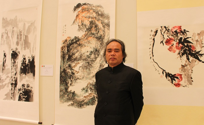 Veteran Chinese artist Yuan Youqi standing beside his paintings at joint exhibition by Pakistani and Chinese artists at PNCA in Islamabad on 18 Oct. 2016. Photo: Sana Jamal
