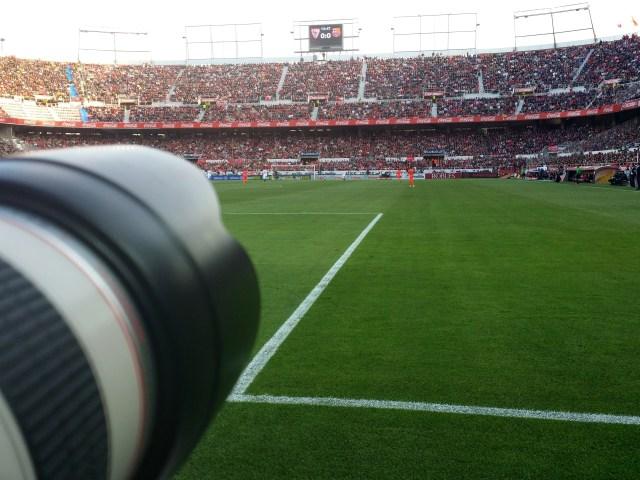 Visión del fotógrafo desde el lugar destino para ellos en un estadio de Primera División. SFC - FCB