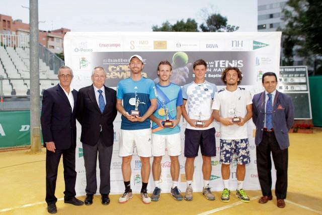 Entrega de trofeos final dobles. Dpto de prensa Club Tenis Betis.